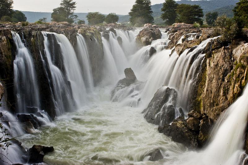 800px-Hogenakkal_Falls_Tamil_Nadu