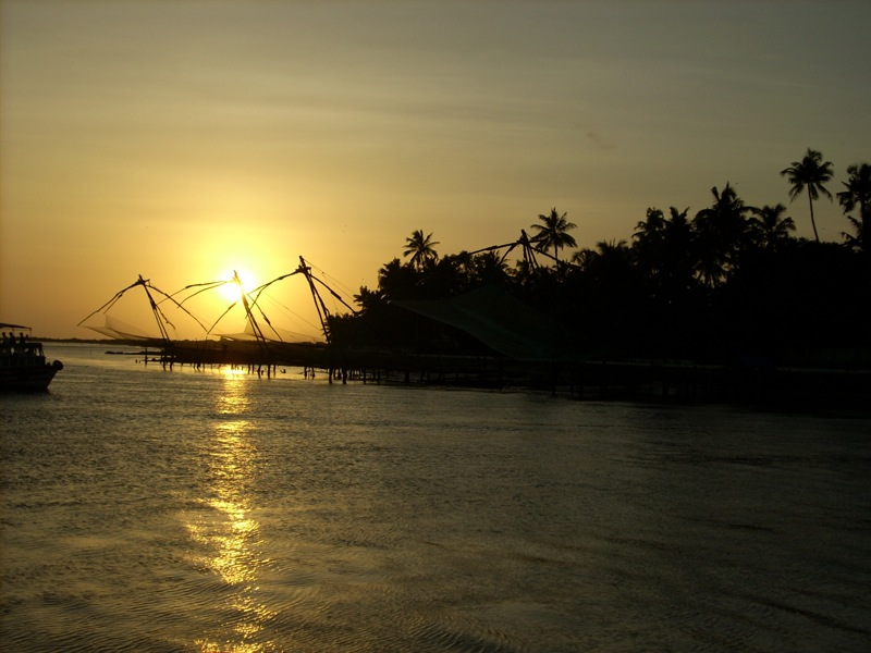 Chinese_Fishing_Nets_off_Fort_Cochin