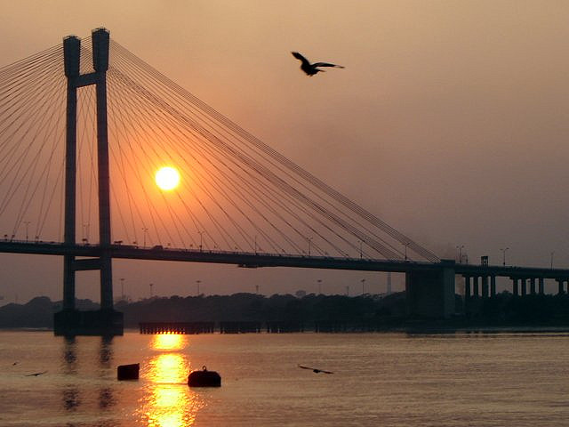 Hooghly River (Photo by Os Rupias)