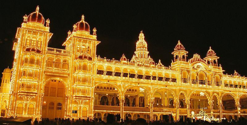 800px-Mysore_Palace_at_Navaratri