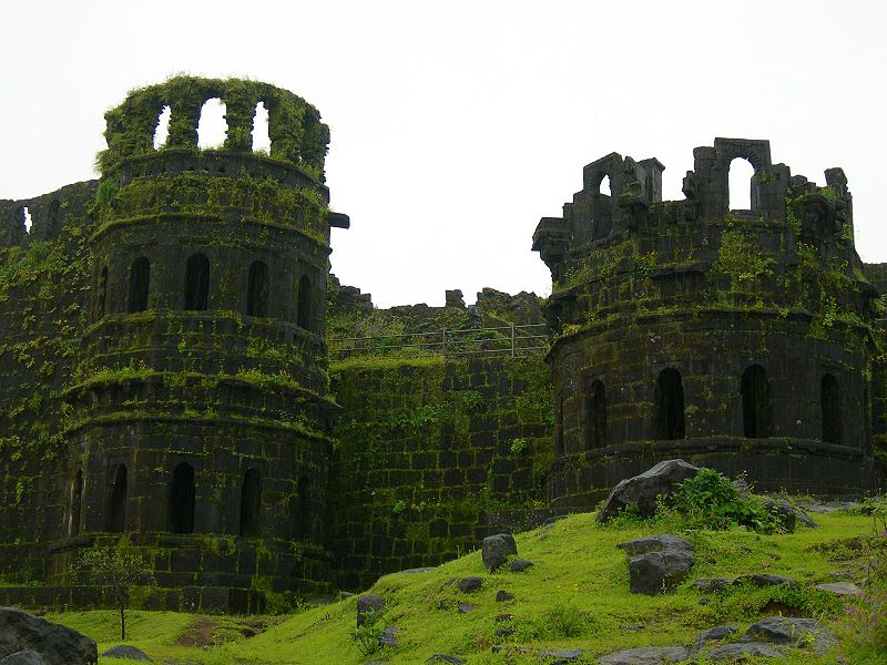 800px-Raigad_fort_towers
