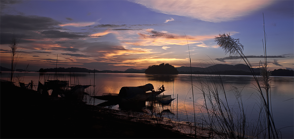 Sunset at River Brahmaputra (Photo by Donvikro)