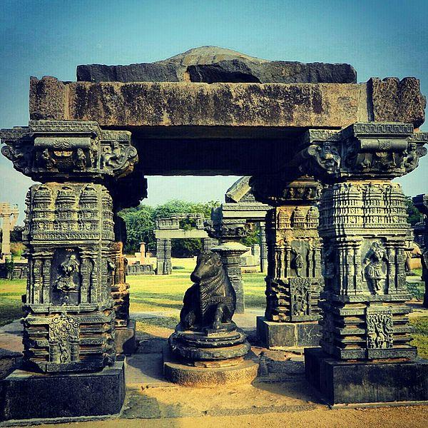 600px-Warangal_fort_pillars_01