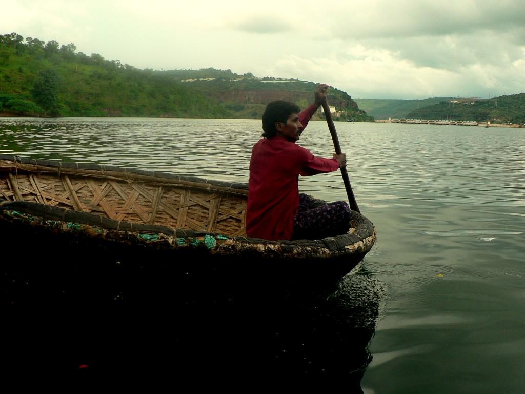 Round_boats_(Putti_Teppalu)_in_Krishna_river_at_Srisailam