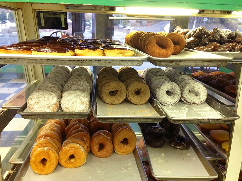 800px-Donuts_(Coffee_An),_Westport,_CT_06880_USA_-_Feb_2013