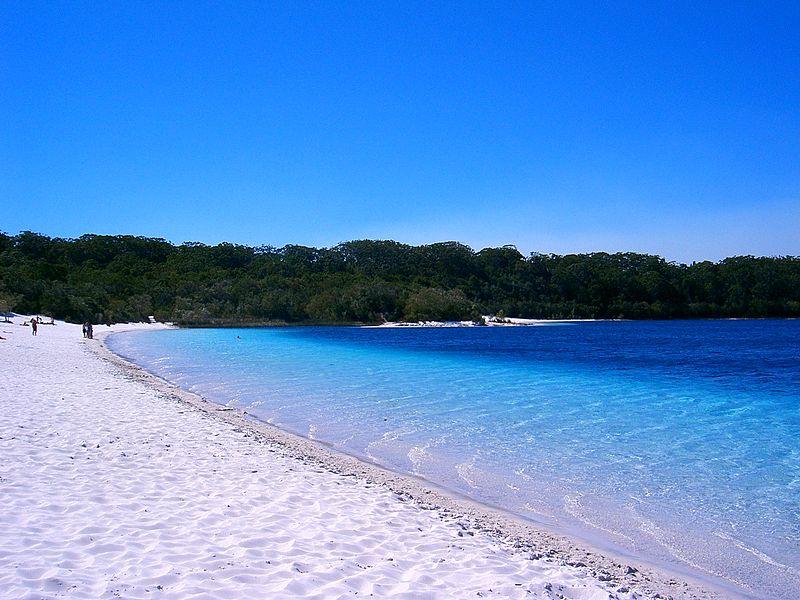 800px-Fraser_Island_a05_lake_mckenzie