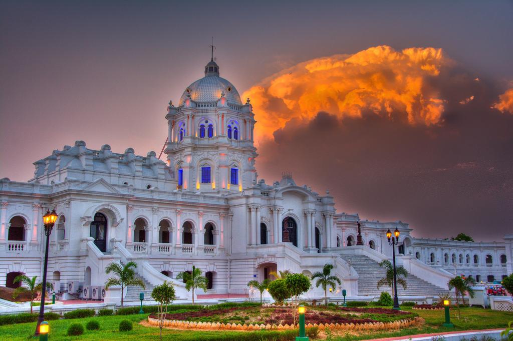 Ujjayanta Palace (by Sharada Prasad)