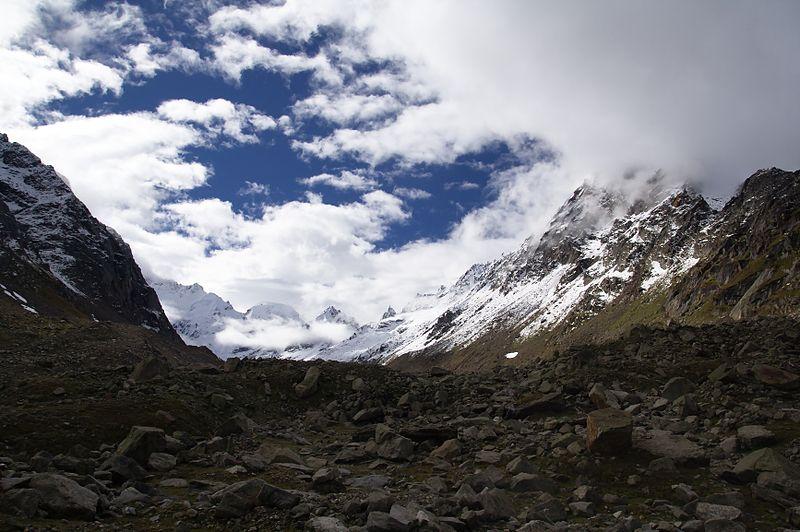 800px-Hampta_Pass_Himachal_Pradesh_India