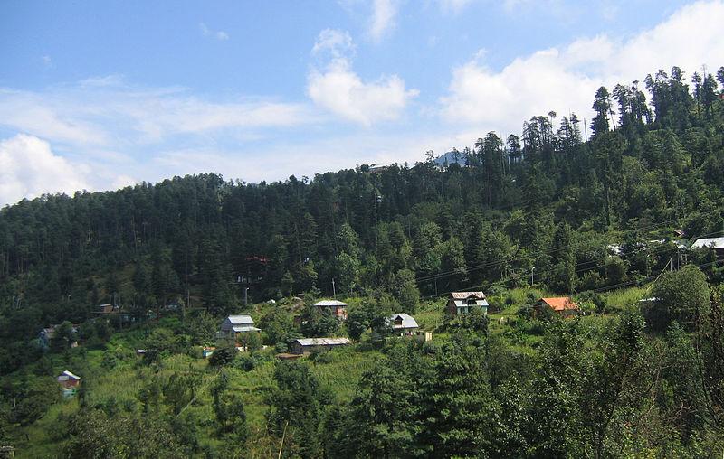 800px-Kashmir_Patnitop_to_Jawahar_Tunnel_views_09