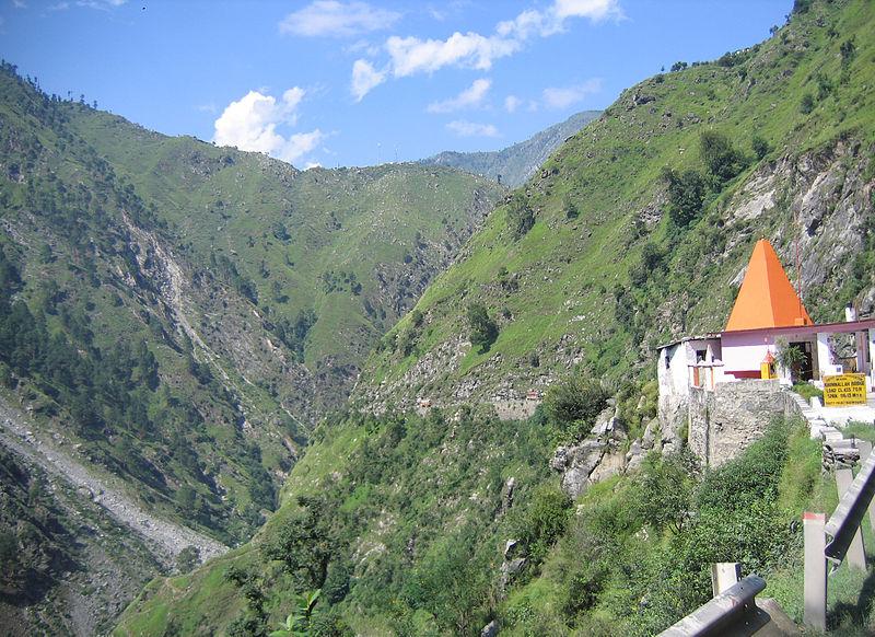800px-Kashmir_Patnitop_to_Jawahar_Tunnel_views_104
