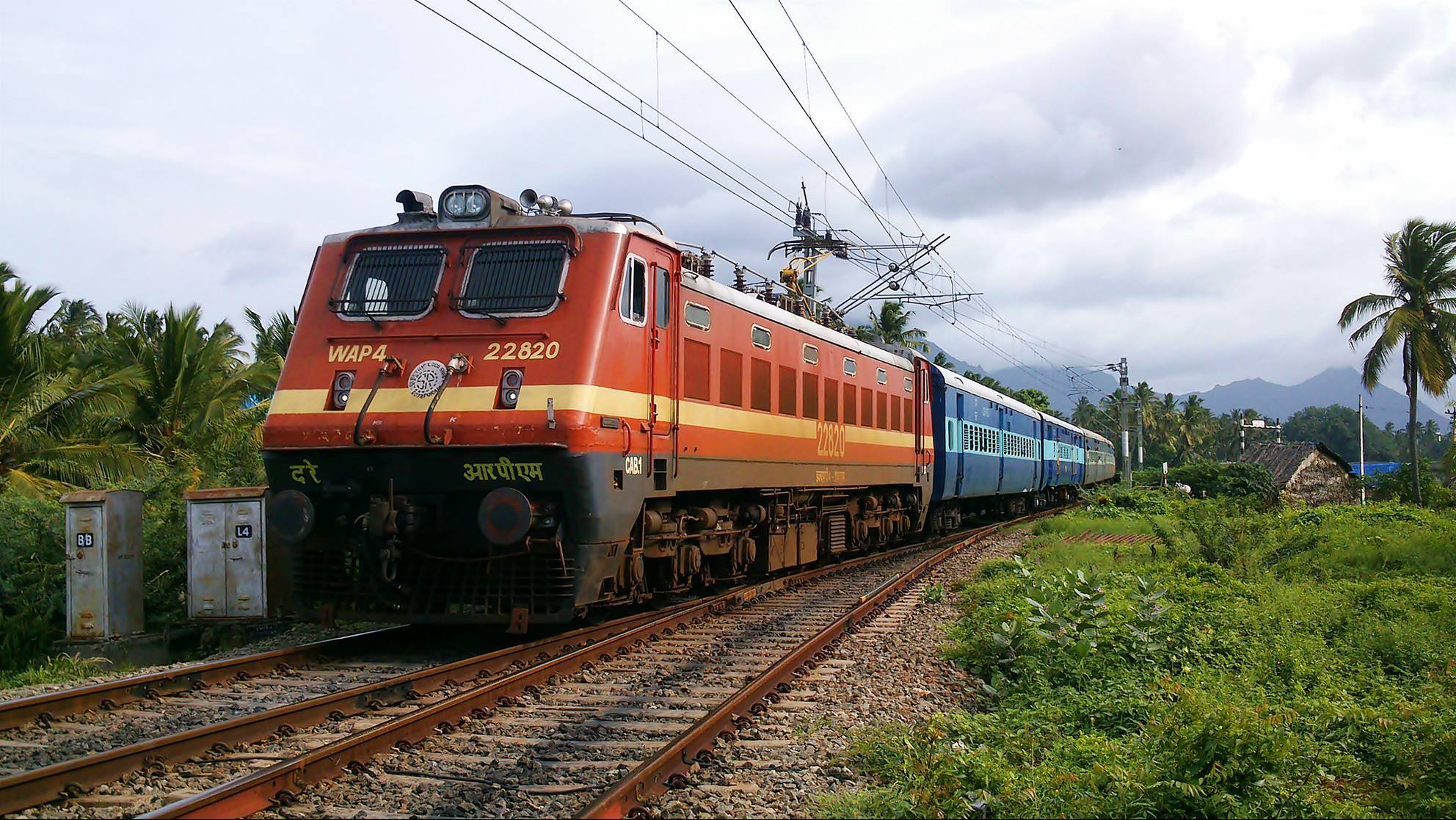 WAP-4_Class_locomotive_of_Indian_Railways (1)