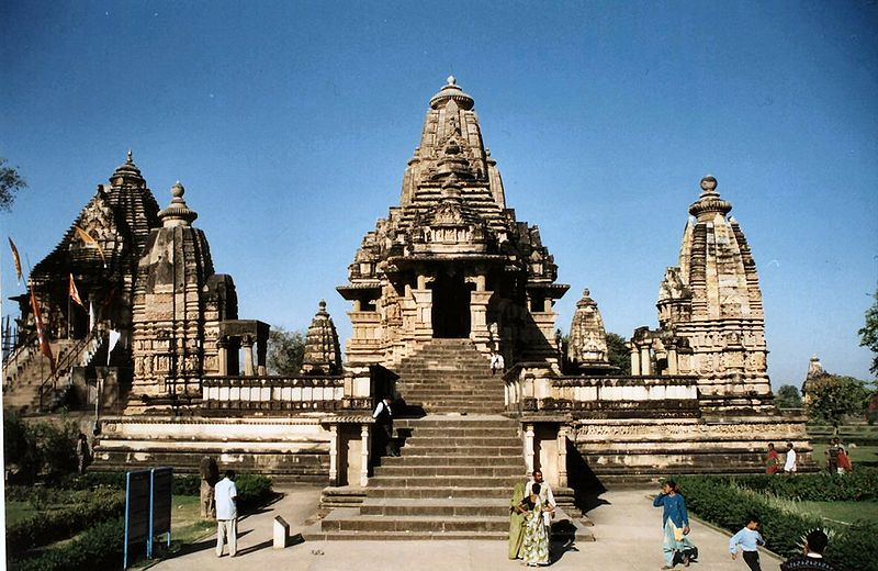 800px-Khajuraho_tempel_india