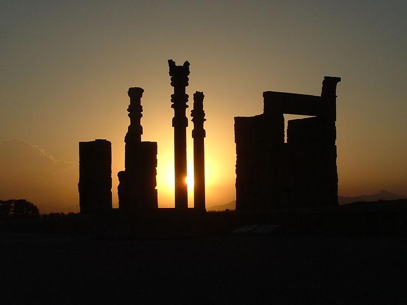 800px-Sonnenuntergang_in_Perspolis