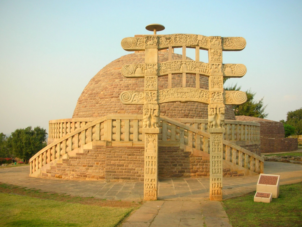 Stupa No. 3, Sanchi (photo by abhinavsaxena)