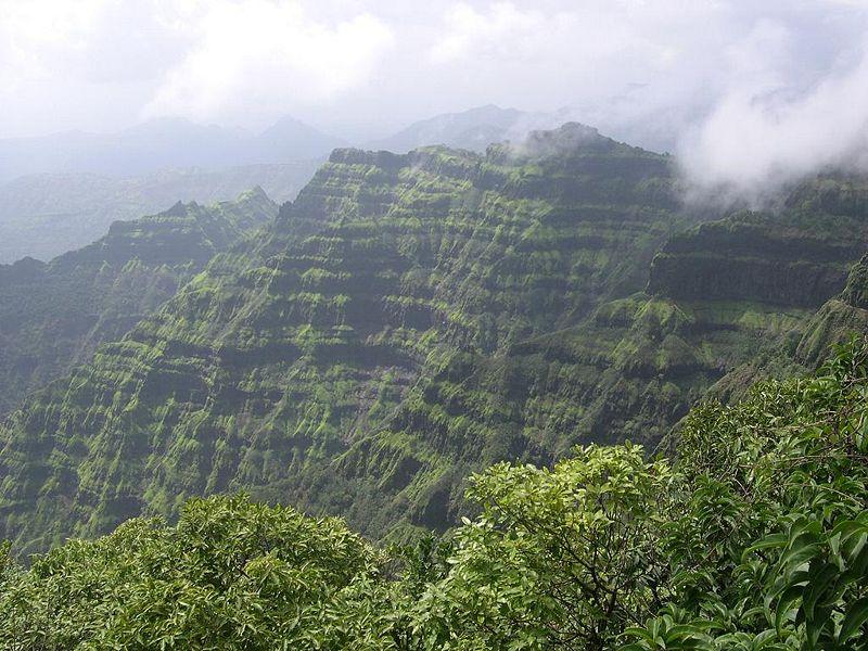 800px-Mahabaleshwar_Hills,_Maharashtra
