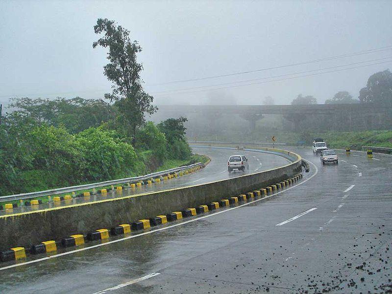 800px-Mumbai_Pune_expressway