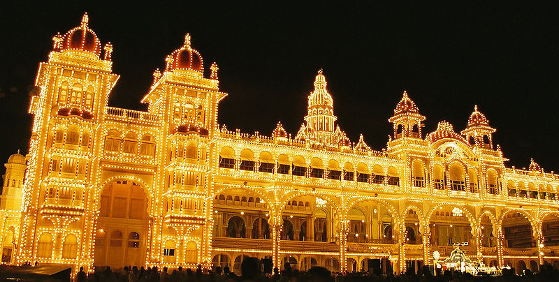 800px-Mysore_Palace_at_Navaratri