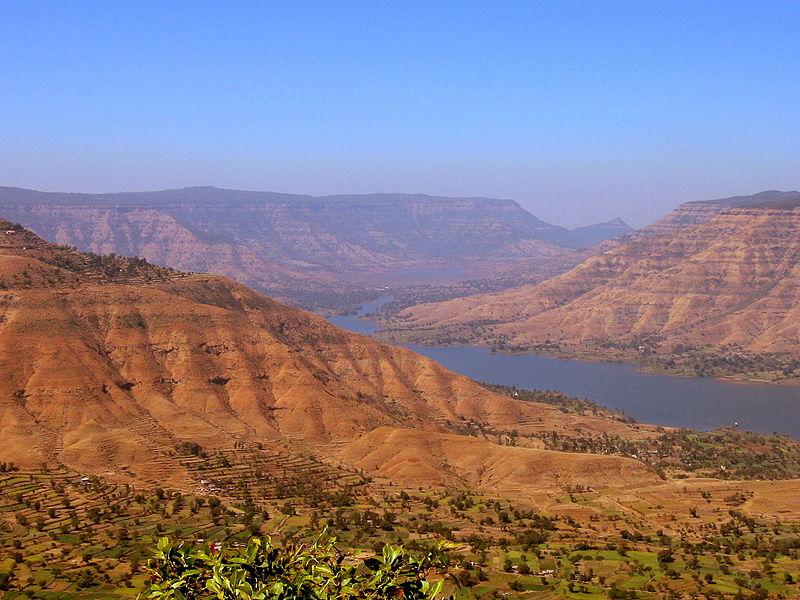 800px-View_from_Panchgani,_Maharashtra