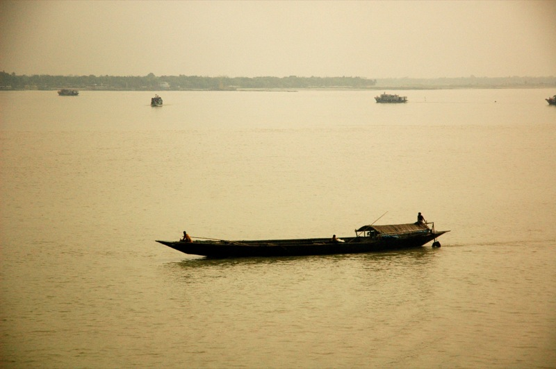 Fishing_boats_in_Sundarbans