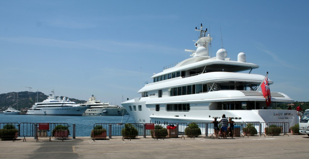 Three_luxury_yachts_-_Lady_Anne,_Lady_Moura_and_Pelorus