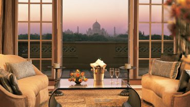 kohinoor-suite-living-room-balcony