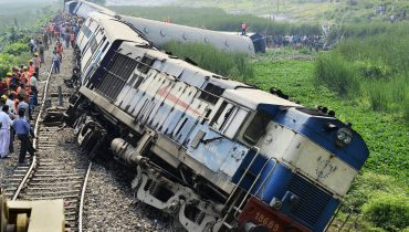 epa04168692 The derailed engine and carriages of the BG Express Train No.15666 at Ajuri station near Morigaon district of Assam state, about 80km away from Guwahati city, India, 16 April 2014. At least 45 people were injured when nine coaches  of Dimapur-Kamakhya BG Express derailed in central Assam in the wee hours, a news reports said.  EPA/STR