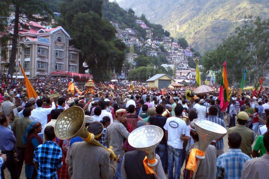 Kullu_Dussehra_-_main_procession-900x600
