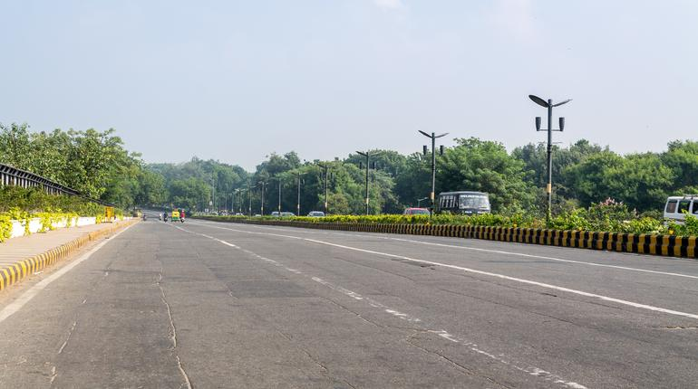beautiful new delhi road in morning