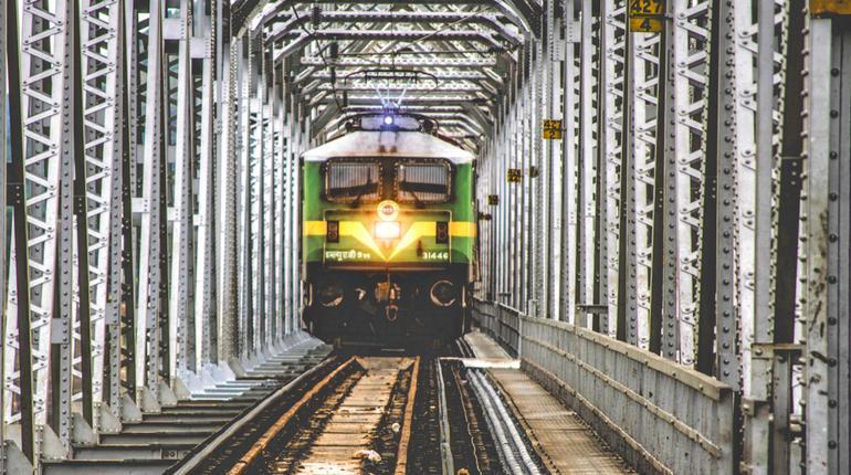trainhitrain