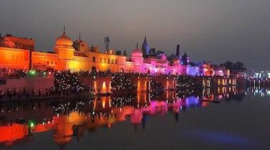 The Ram ki Paidi ghats on the Saryu River after sunset. Photo by Ruhi/CC BY-SA 4.0/Wikimedia Commons