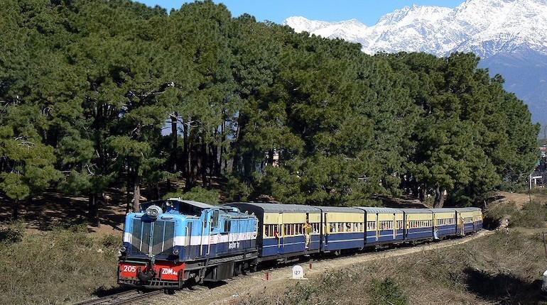 train passing through kangra valley in india